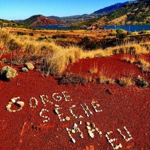 Un lieu aride dévasté par les tribus de Tramountan. Là où il passe, l'herbe ne repousse pas ©La Gorge Fraîche