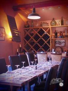 Du vin, du terroir méditerranéen, des vieilles pierres et des belles boiseries, bienvenue chez Monsieur Pierre © La Gorge Fraîche, bière artisanale Sud de France