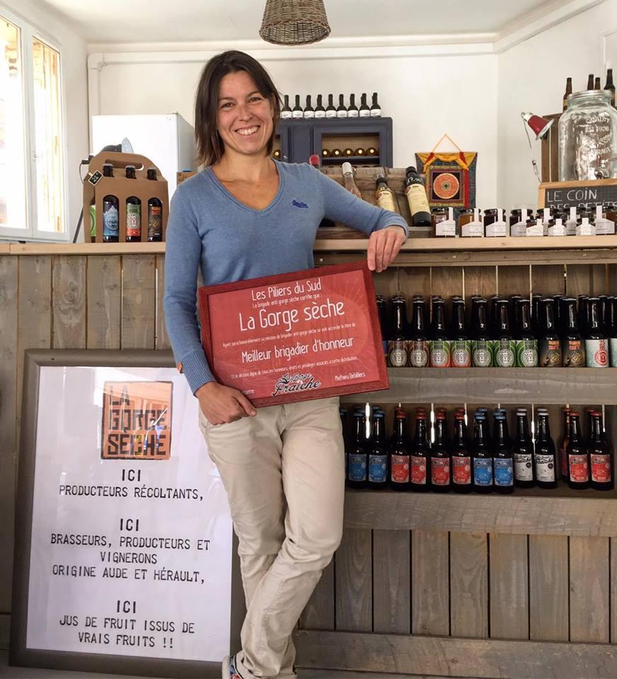 Mélanie Weber propose notre bière artisanale à Valras-Plage dans sa cave à bière La Gorge Sèche