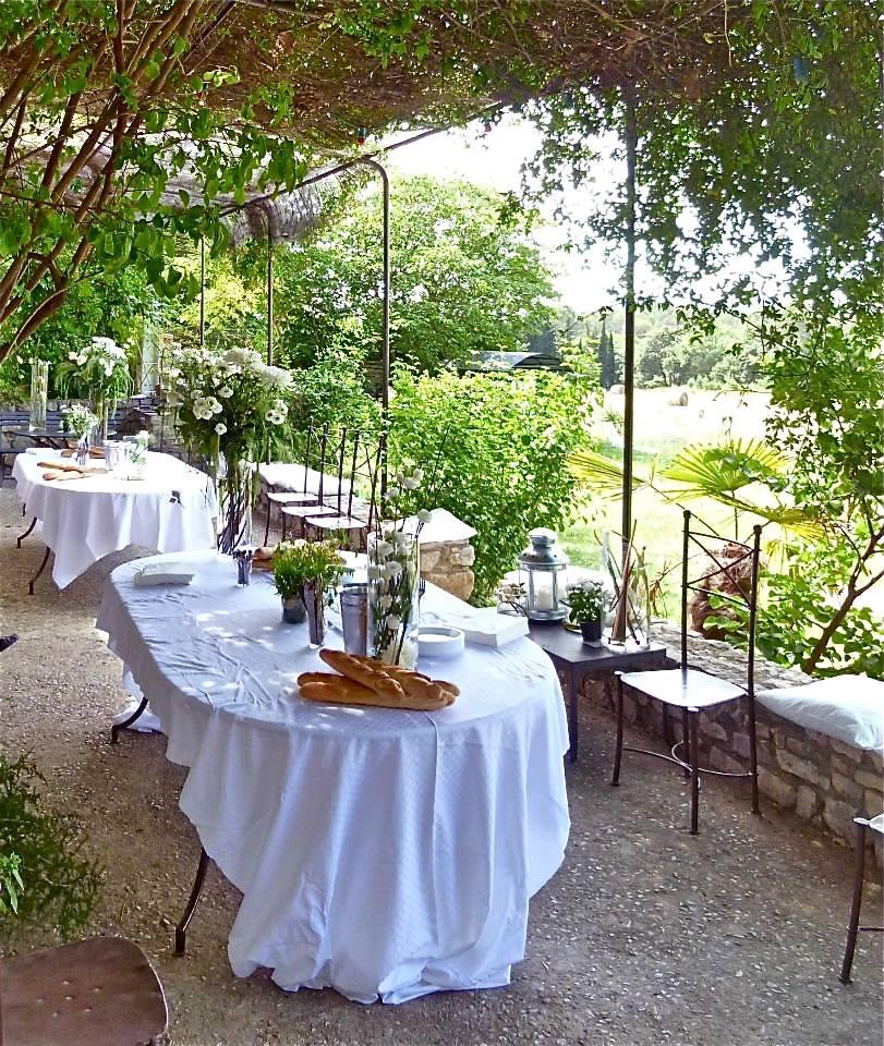 pour trouver une salle de mariage près de Montpellier réservez dès à présent au mas des violettes
