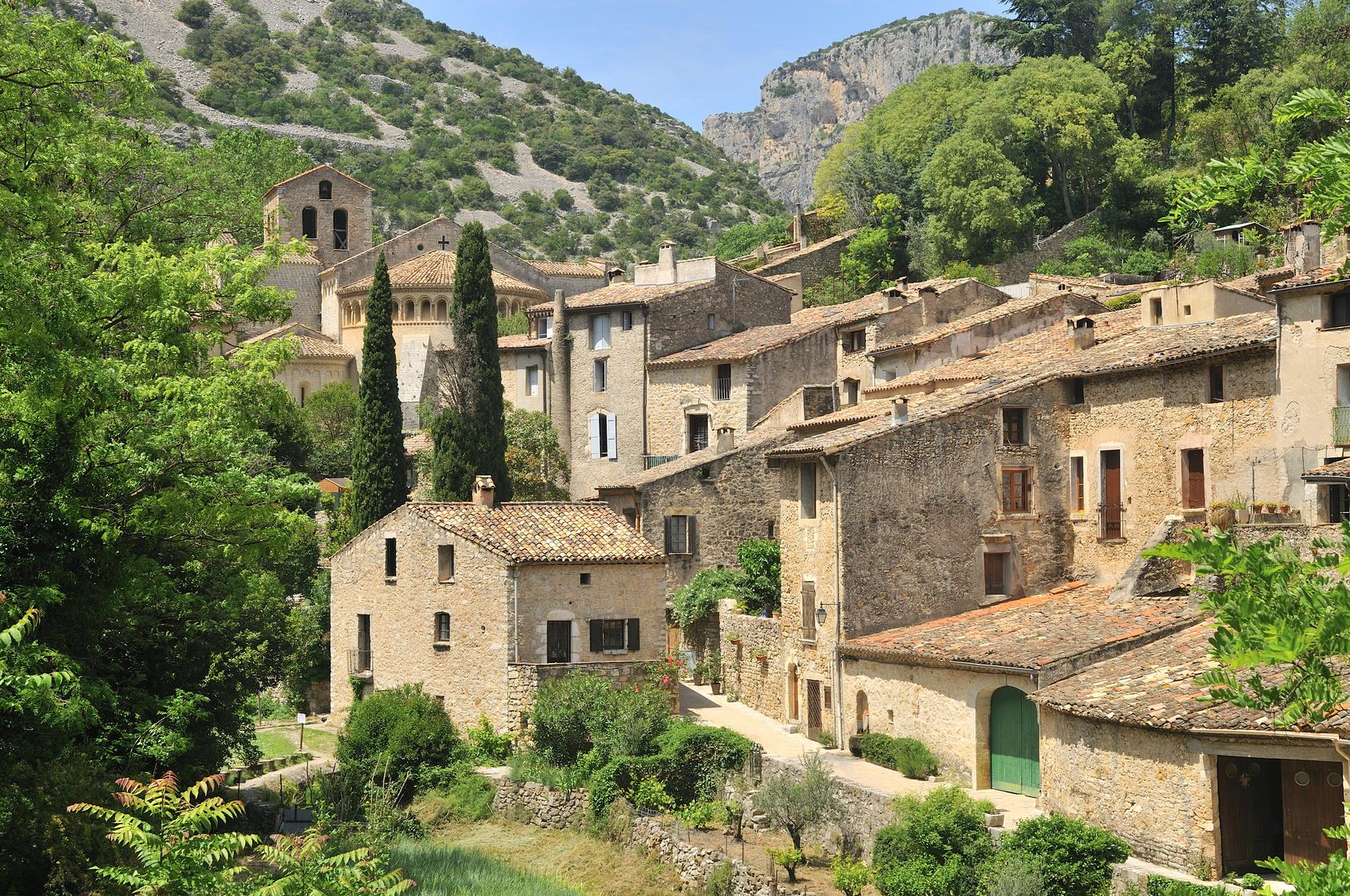 Le village de Saint-Guilhem-le-Dsert