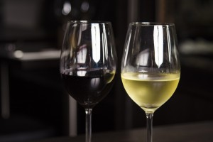 Karim Rabatel est l'artiste des vins du restaurant l'Ambassade à Béziers